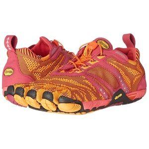 NWOT Vibram KMD EVO-W shoes.